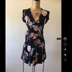 Lulu's v neck floral mock wrap short dress